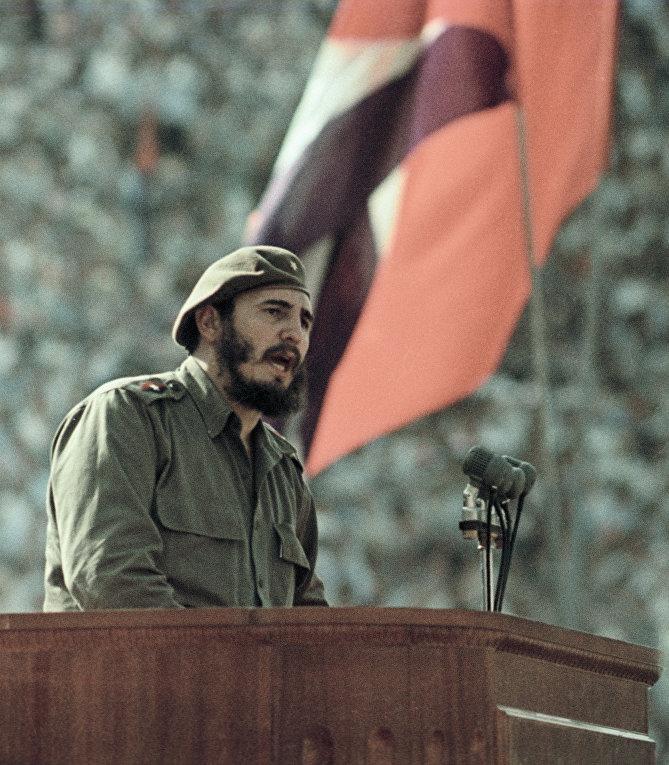 Фидель Кастро выступает на митинге дружбы между народами СССР и Республики Куба. РИА Новости.jpg