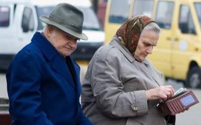 Щедрая рука Кабмина: Чиновники решили порадовать пожилых людей заблаговременной пенсией