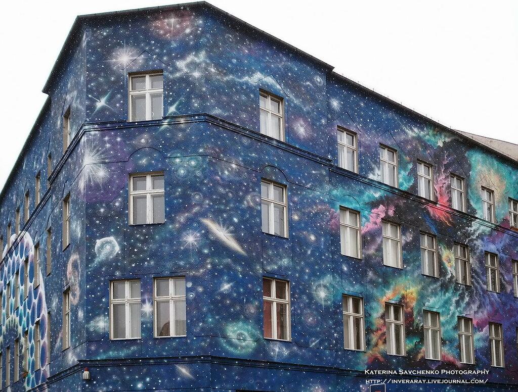 Graffiti (Bülowstrasse, Berlin-Germany)
