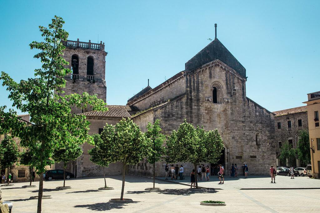 Собор святого Петра в Бесалу или Сант Пере де Бесалу