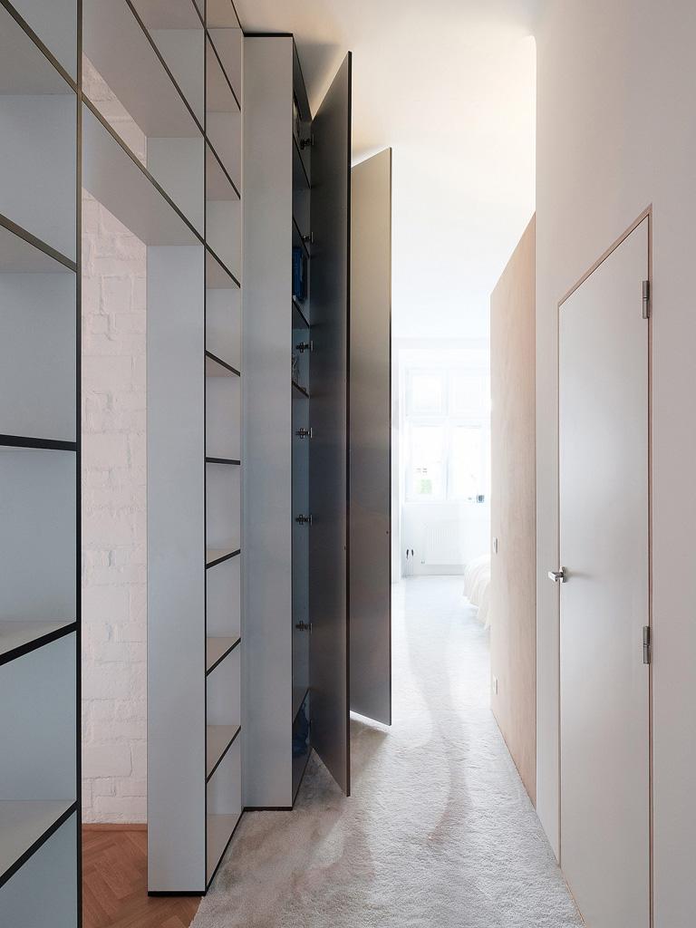 modern-apartment-wiht-hidden-room-19-1360x1813.jpg