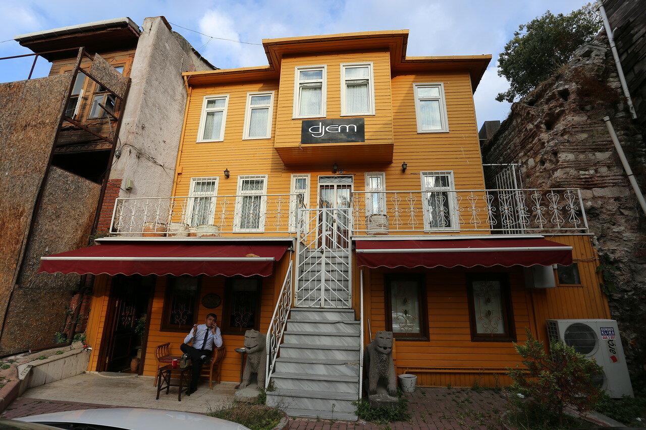 Стамбул. Улица Тавукане (Tavukhane Sokak)