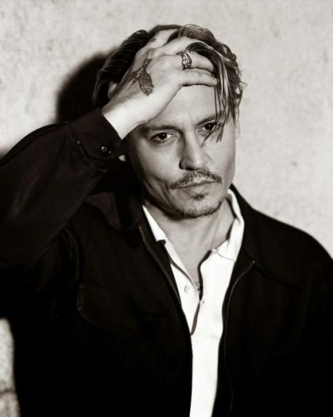 18. Джонни Депп, 51 год В 2003 году журнал People признал Джонни Деппа самым сексуальным мужчиной. С
