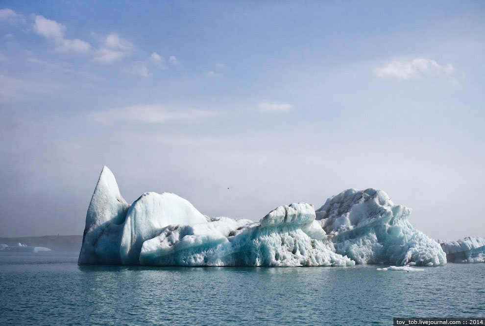 Как по мне, с берега Лагуна более интересна, а до ледника амфибия все равно не доплывает и близ