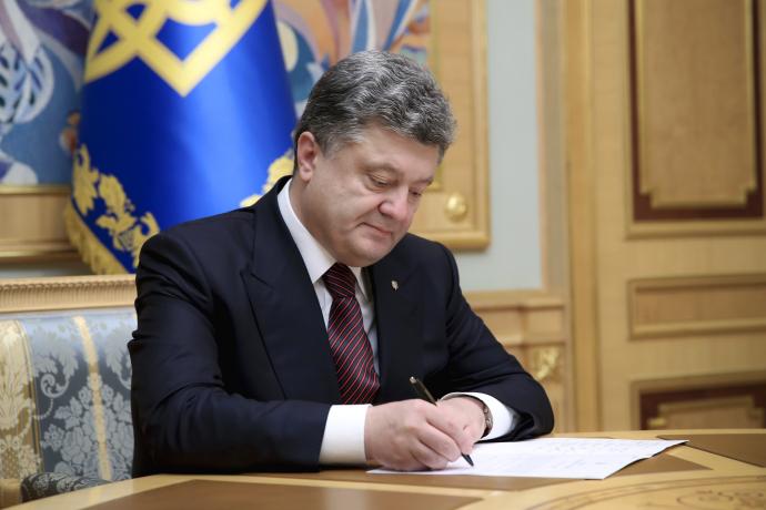 Порошенко выступил заукраинский и британский языки впаспорте