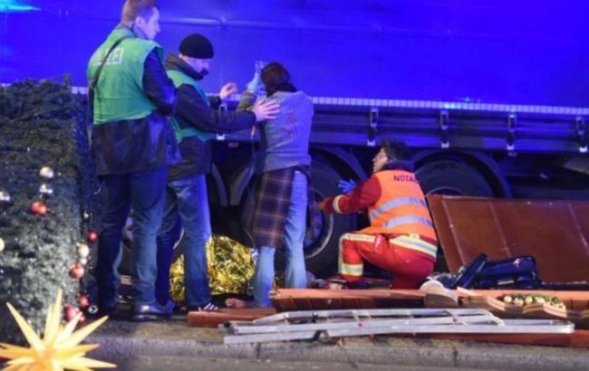 ВБерлине нарождественской ярмарке в итоге наезда фургона погибли 12 человек