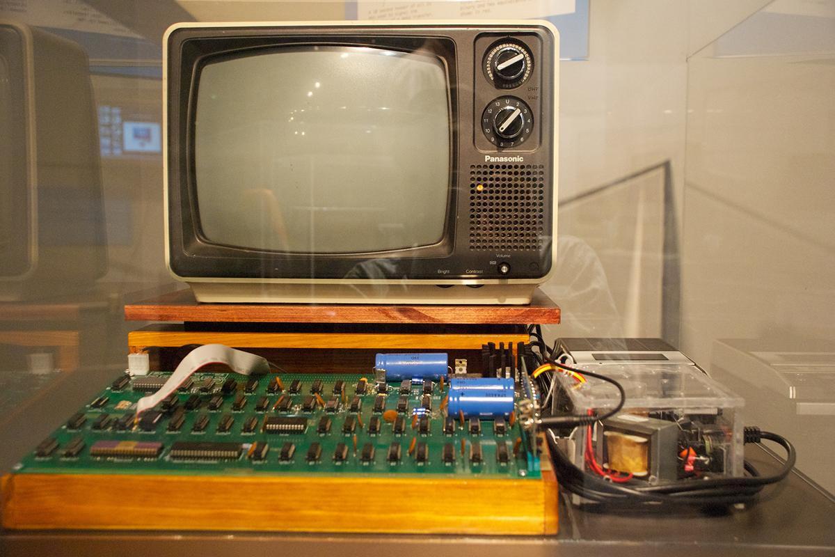 фото самого первого компьютера блохина отличает виртуозное