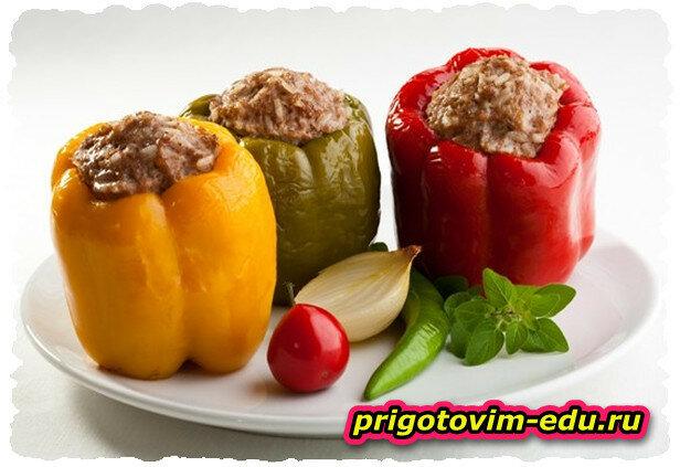 Болгарский перец, фаршированный свининой и фасолью