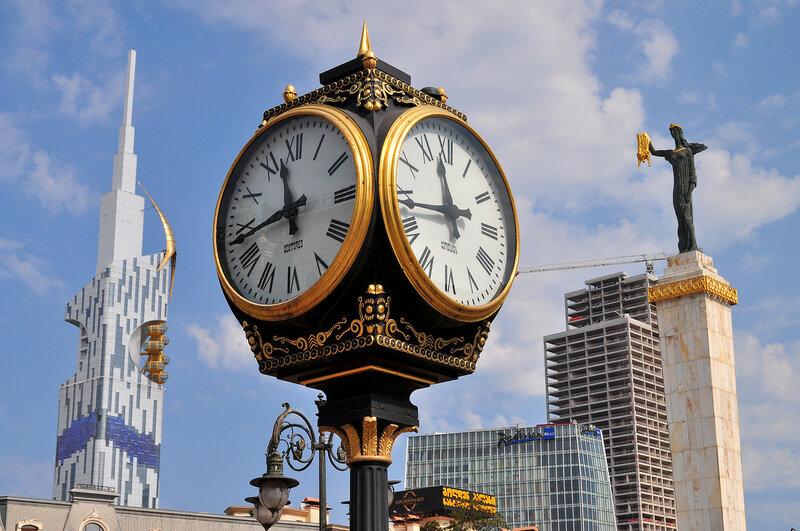 Часы солнечного города...