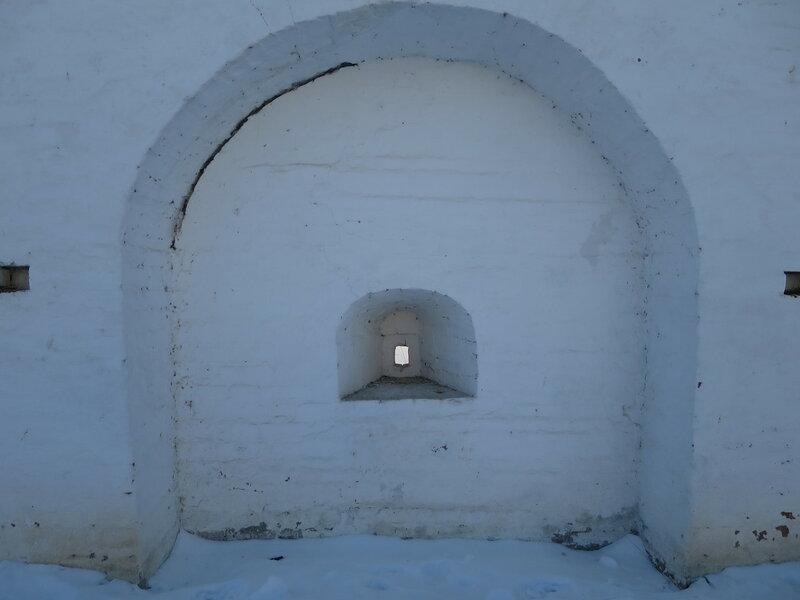 Спасо-Прилуцкий монастырь. Бойница подошвенного боя