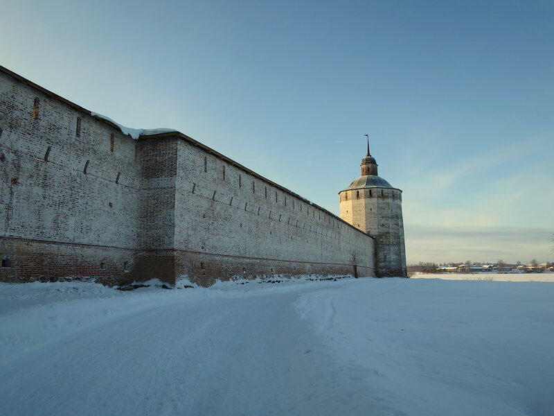 Кирилло-Белозерский монастырь. Северо-западная стена, излом и Большая Мереженная башня