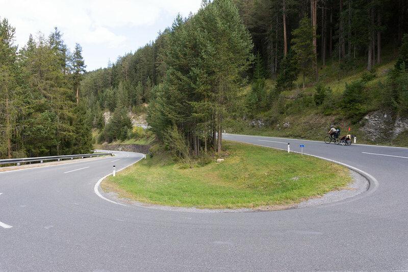 Подъем к перевалу Решенпасс (Reschenpass) на велосипеде
