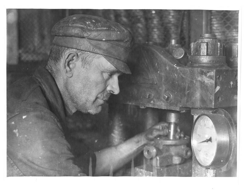 530635 Аристархов - ударник тормозного завода.jpg