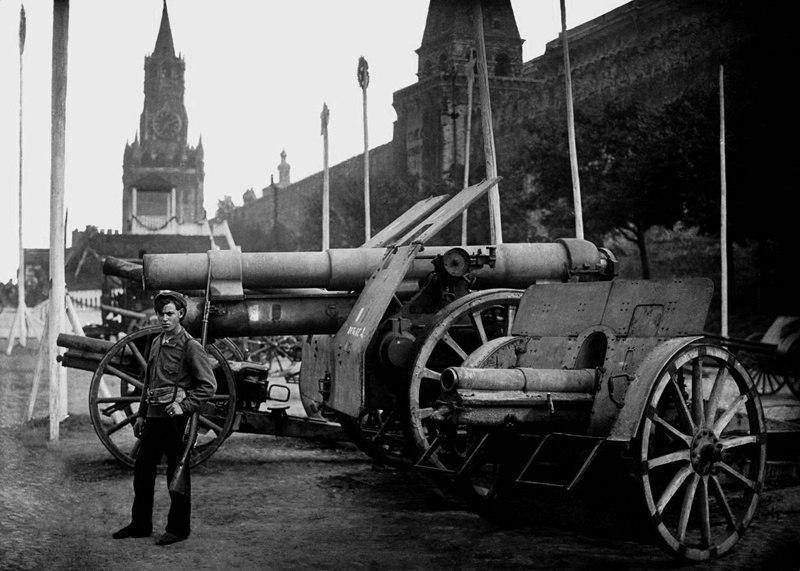 508134 Выставка трофеев гражданской войны на Красной площади 1920.jpg