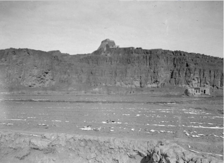 Учтурфан.  Равнина на западной стороне. Вид с юго-запада
