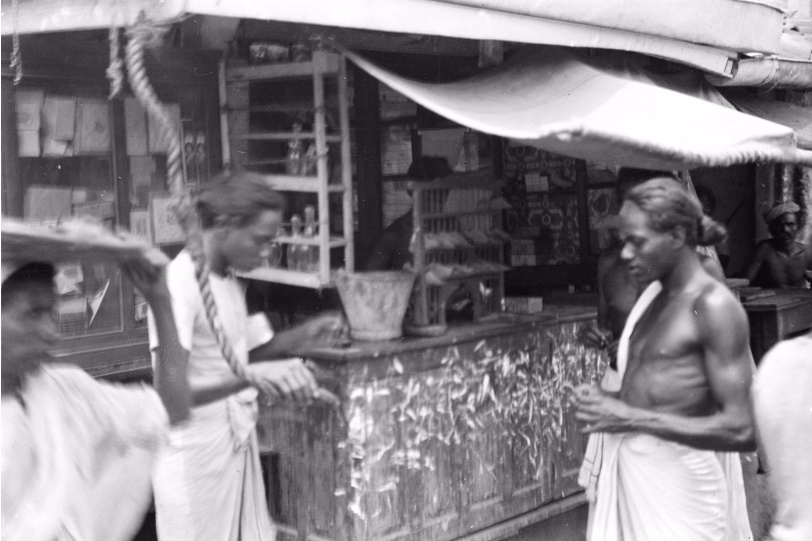237. Торговля сигаретами. Рынок Петтах в Коломбо