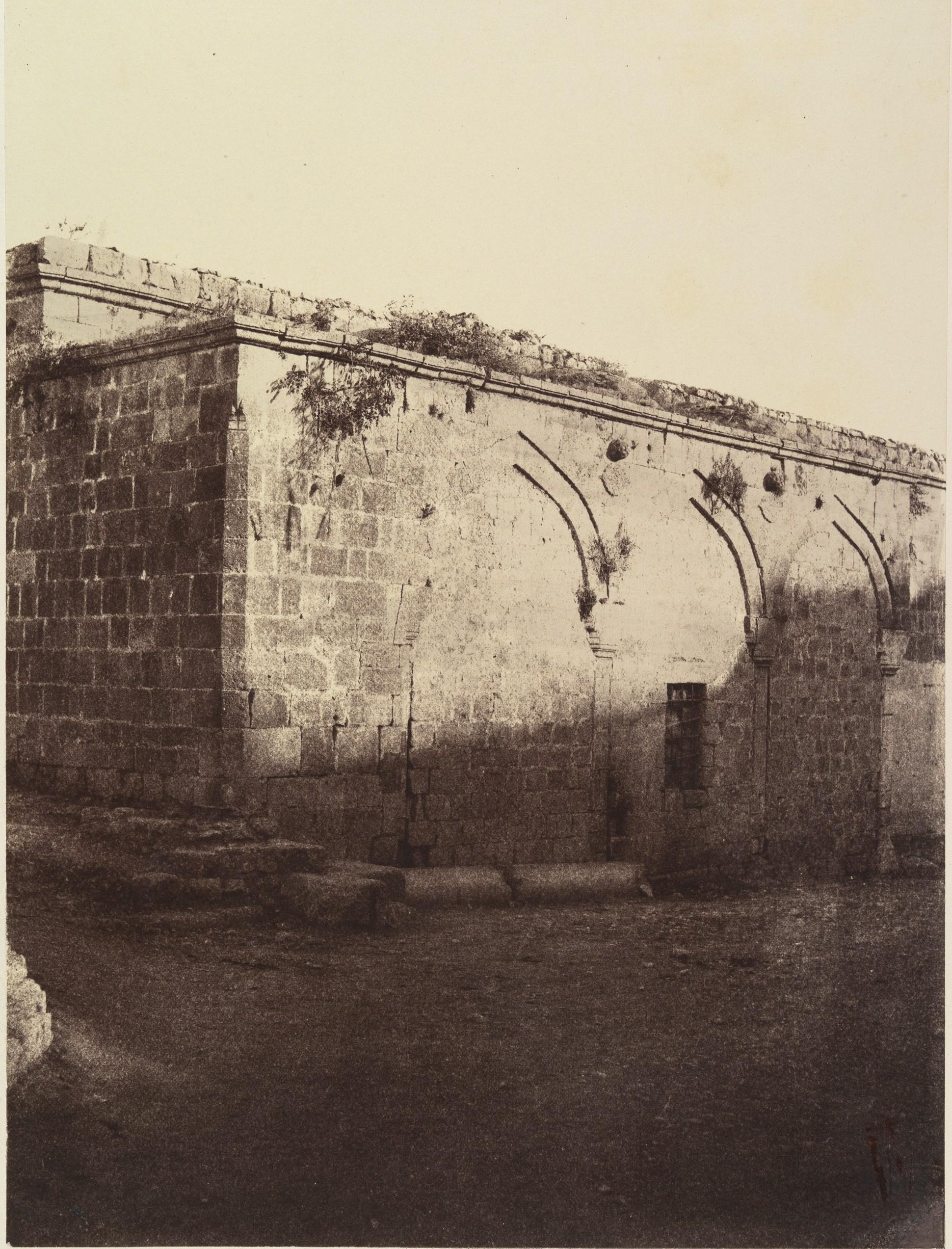 III станция. Место первого падения Иисуса