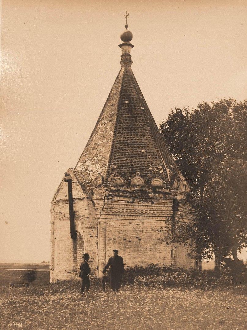 Часовня близ Никитского монастыря в память заключения мира между переяславцами и суздальцами (ныне разрушена)