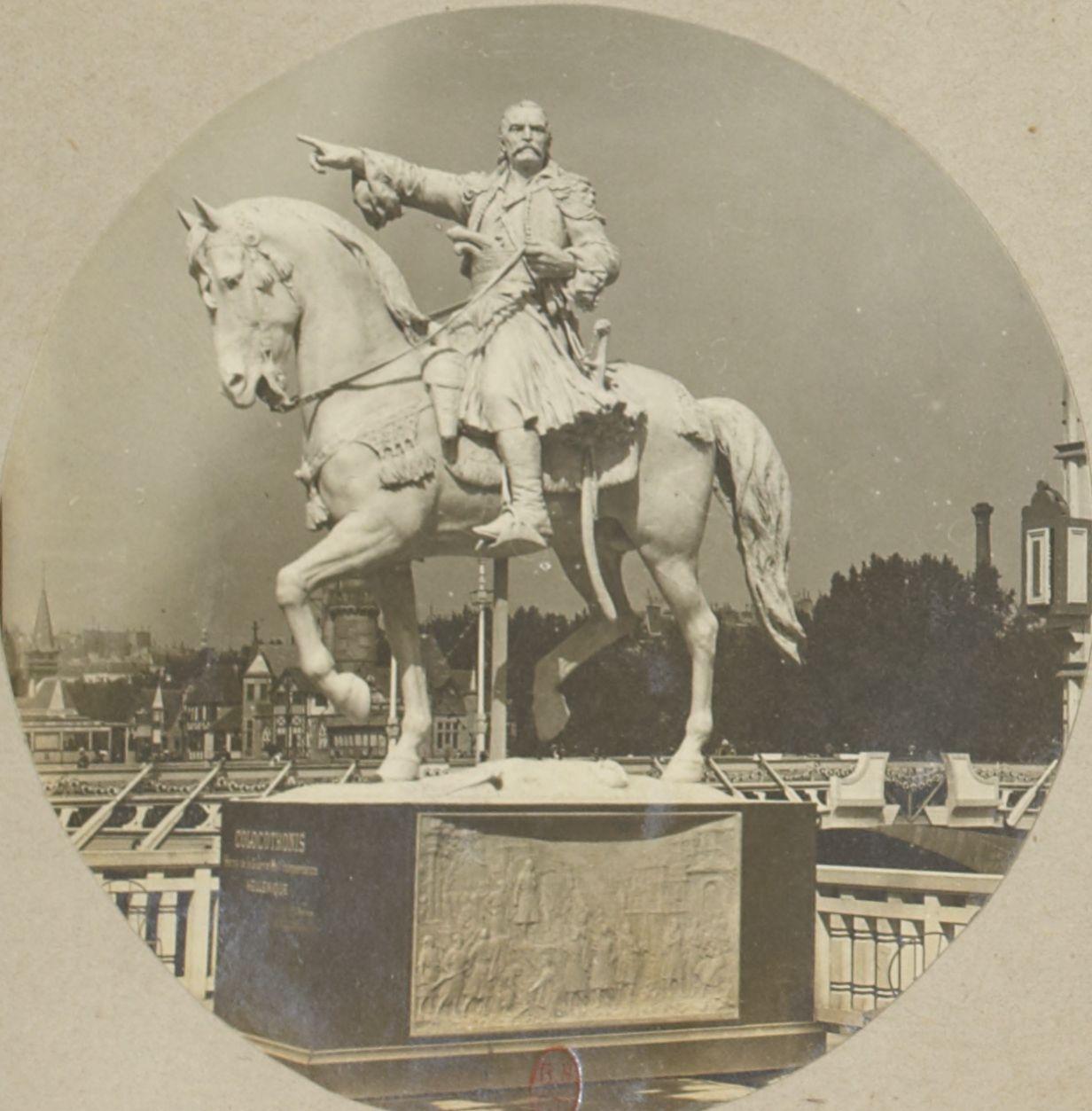 Павильон Греции. Статуя Теодороса Колокотрониса