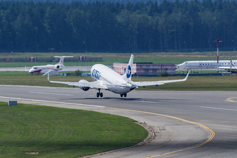 Boeing 737-524 (VP-BFW) ЮТэйр D805355a