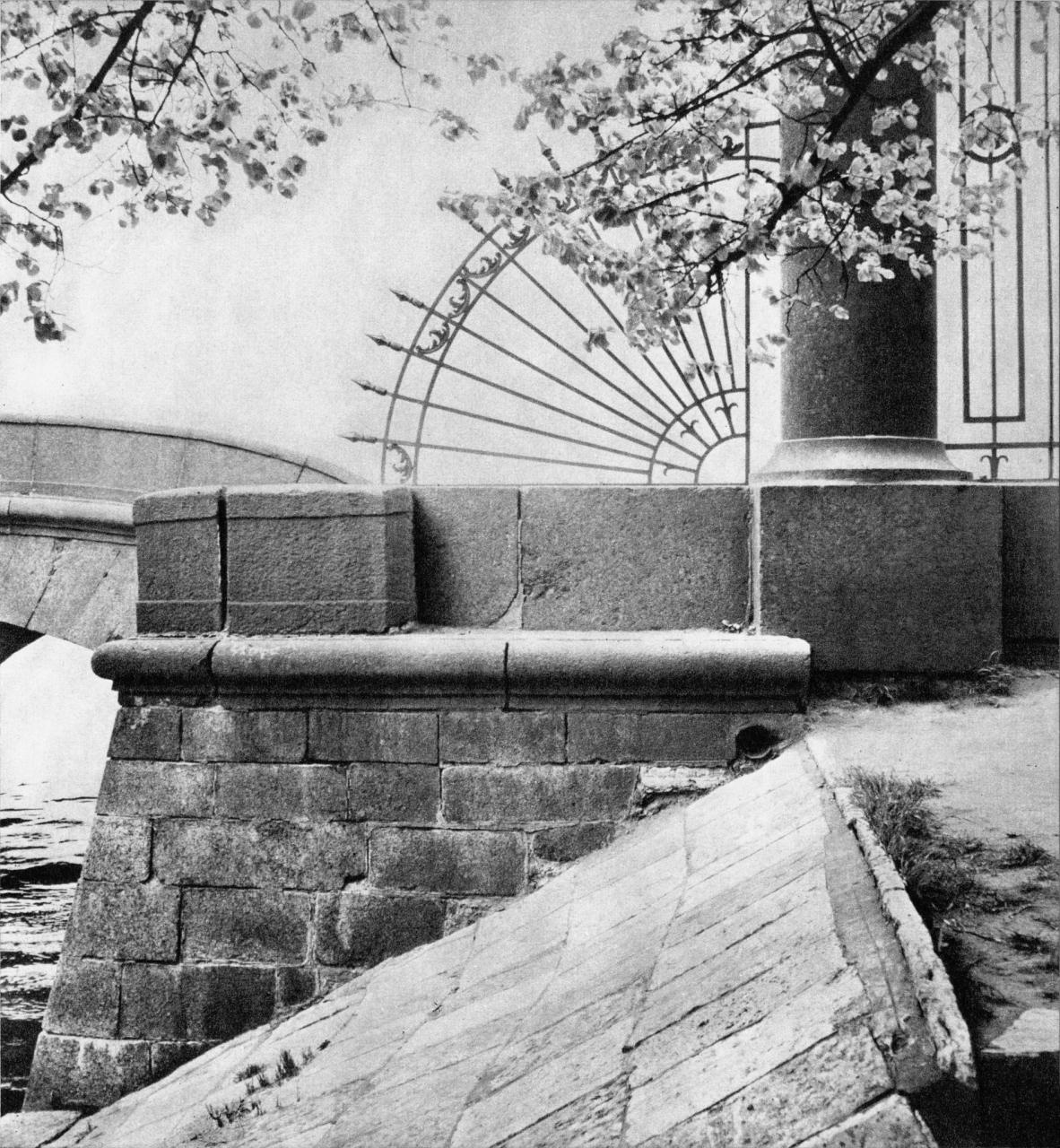 Ограда Летнего сада у Верхне-Лебяжьего моста / Railings of the Summer Gardens near the Upper Swan Bridge