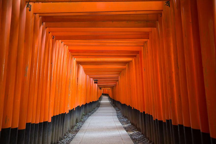 Храм Фусими Инари Тайся в Киото, Япония.