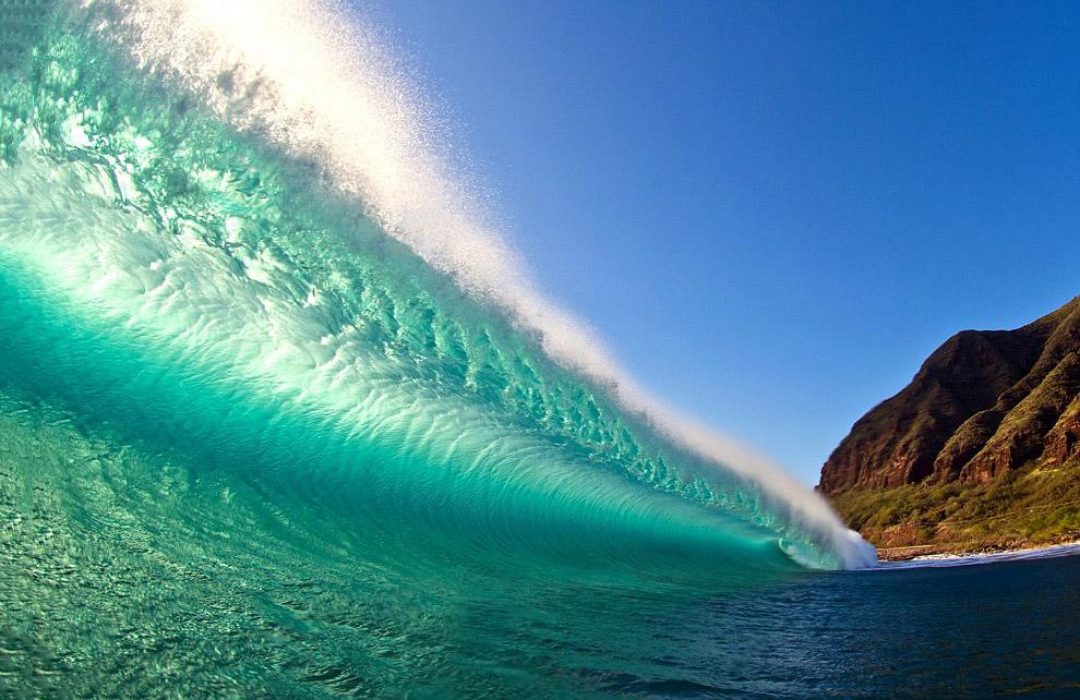 3. 44-летний серфер Кларк Литл сейчас путешествует по всему миру в поисках идеальной волны. Его
