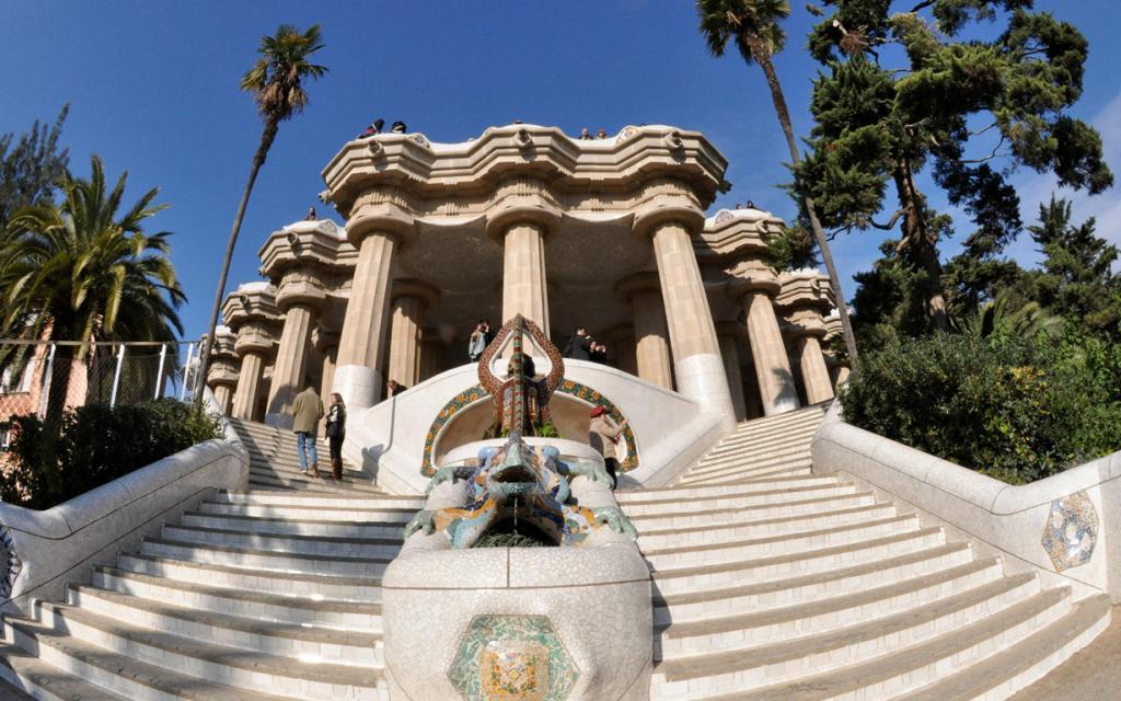 Парк Гуэля — парк, который был построен в 1900—1914 годах по заказу Эусеби Гуэля. На территории