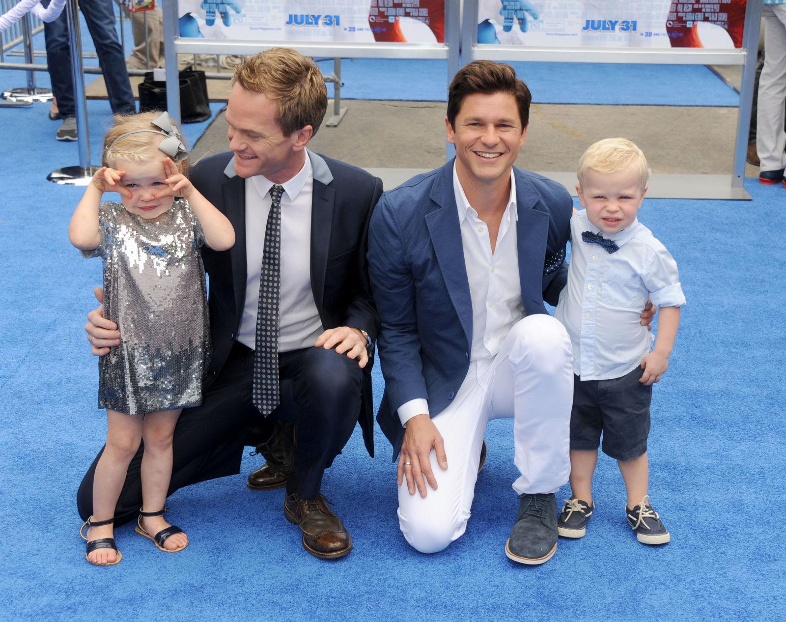 Нил Патрик Харрис и Дэвид Буртка В октябре 2011 года у однополой пары родились близнецы Харпер Грейс