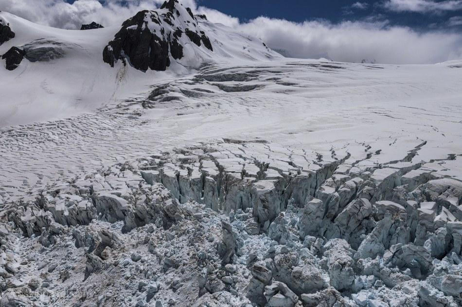 Ледники знамениты тем, что спускается на расстояние лишь в 240 м над уровнем моря. На языке мао