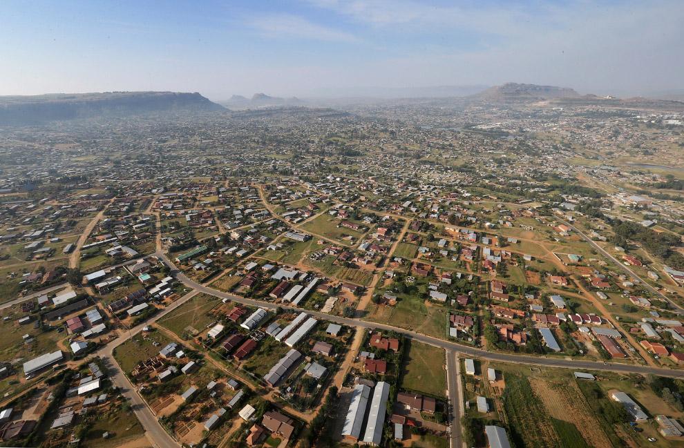 Самая низкая точка Лесото расположена в районе слияния рек Оранжевой и Макхаленг (1400 м), само