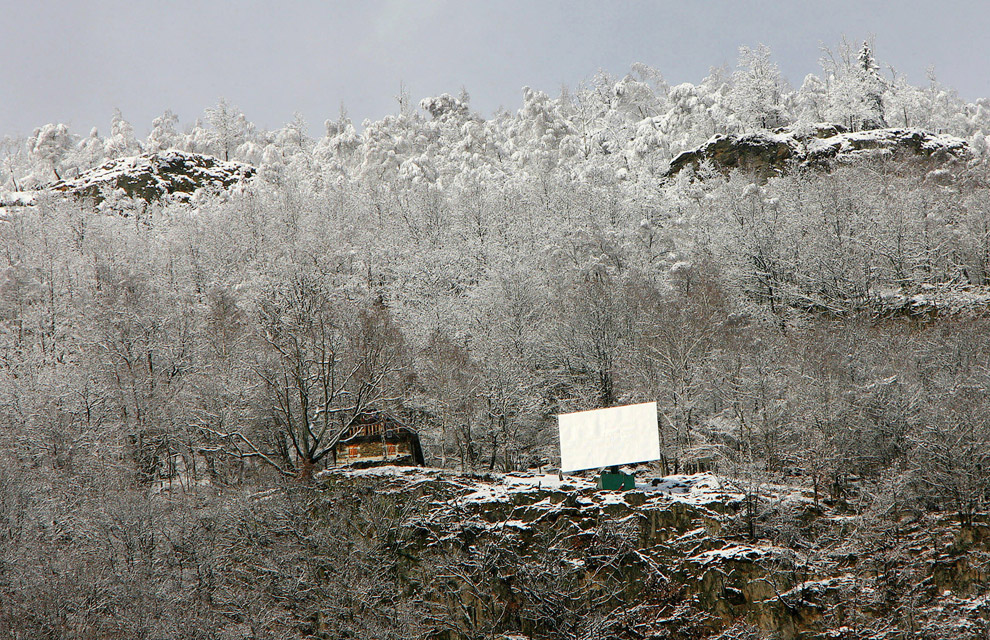 Так освещается площадь в итальянской деревушке, расположенной в итальянских Альпах, 16 декабря