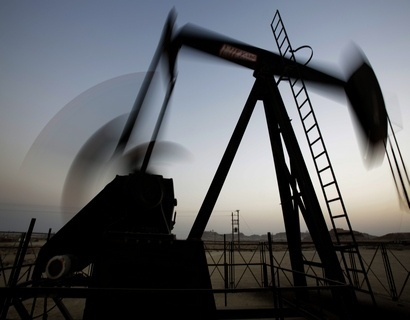 Цены нанефть понижаются после слабого роста вконце рабочей недели