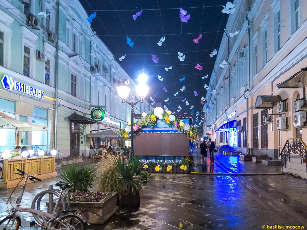 Улица Кузнецкий мост вечером. Июль 2016