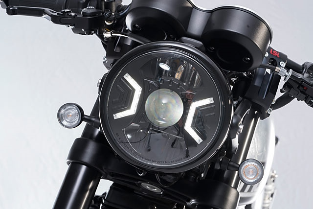 Stadler Motos: кафе рейсер Triumph Thruxton R T-Race 1200