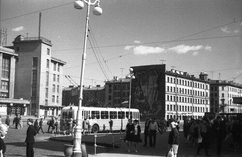 НАШ АДРЕС СОВЕТСКИЙ СОЮЗ. Ленинград, 70-е. Фото Николая Бродяного 001.jpg