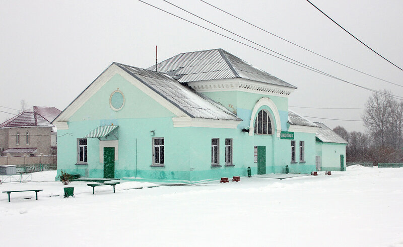 Здание вокзала на станции Новодугинская