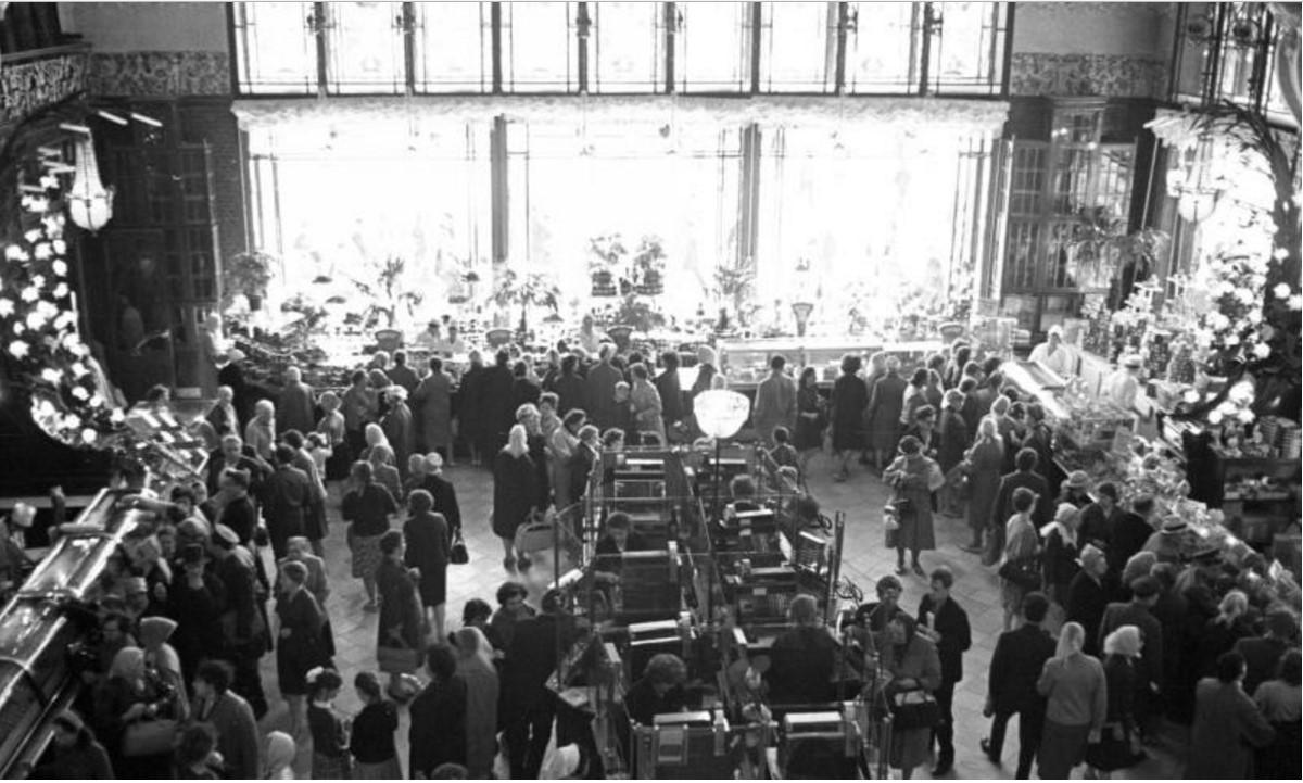 1960-е. В Елисеевском магазине на Невском проспекте. Ленинград