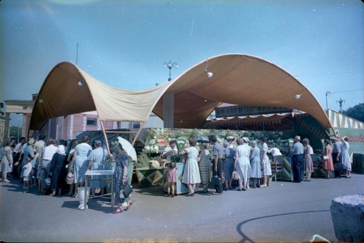 1965. Овощной рынок на Арбатской площади
