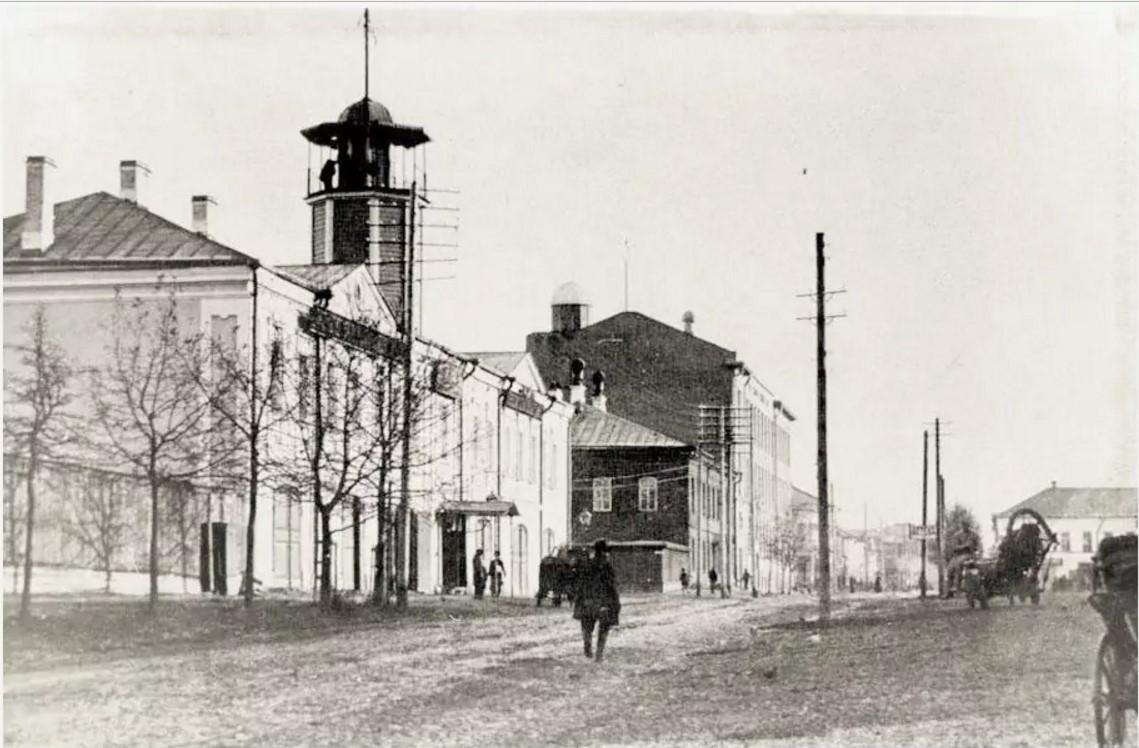 Здание городской управы с пожарной каланчой