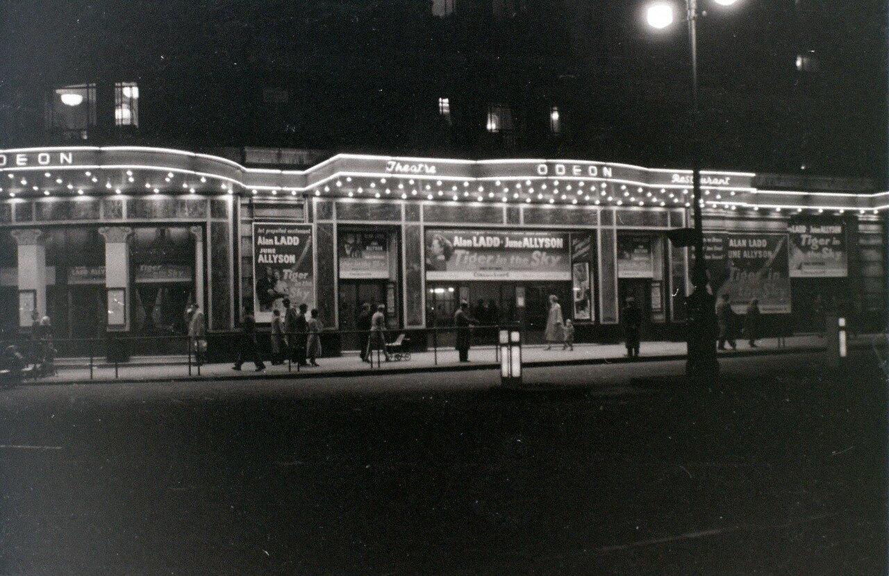 Мраморная арка. Кинотеатр Одеон