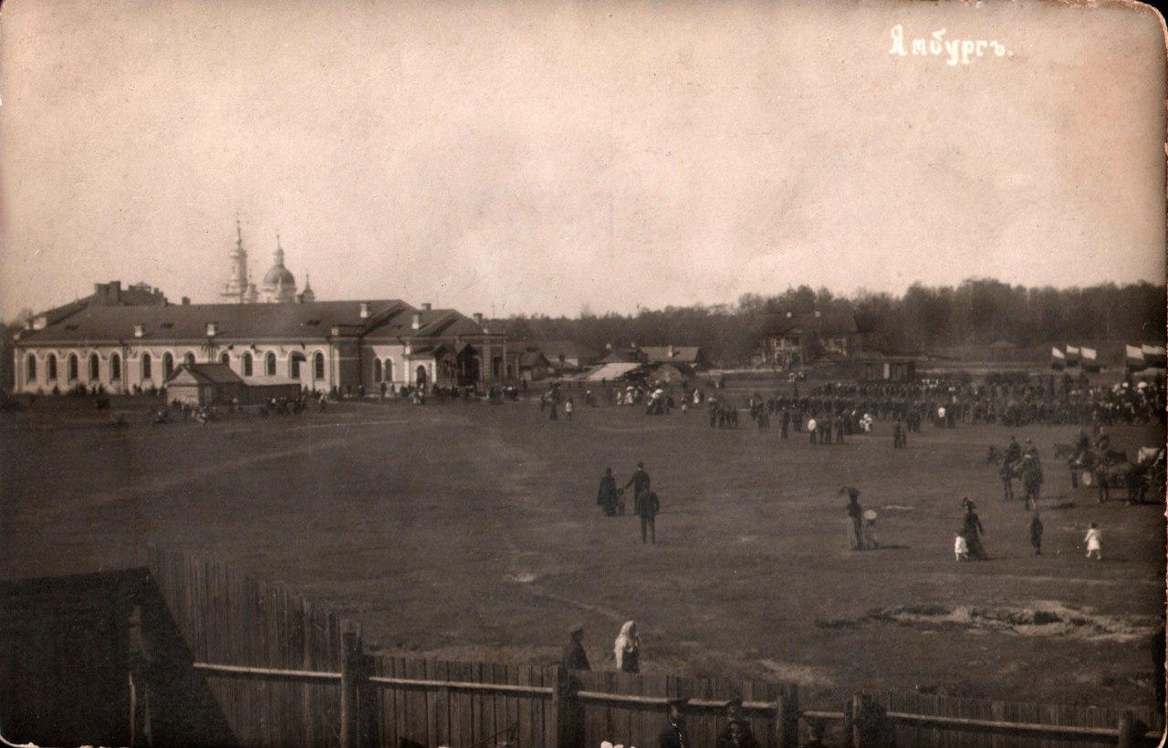 Солдатское поле и Полковая церковь Св. Георгия в день престольного и полкового праздника