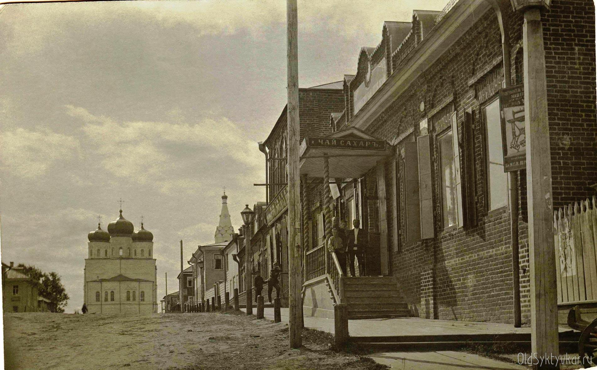 Трехсвятительский переулок. Торговый дом купцов Дербеневых