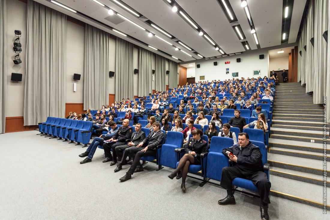 школьники на дне открытых дверей в УВД по ЮАО ГУ МВД России по г. Москве