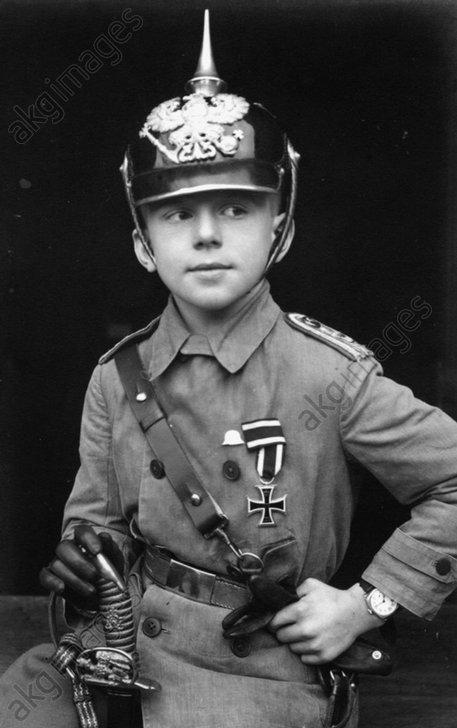 Knabe in preuЯ.Uniform / Foto um 1915 - Boy in Prussion Uniform / Photo c.1915 -
