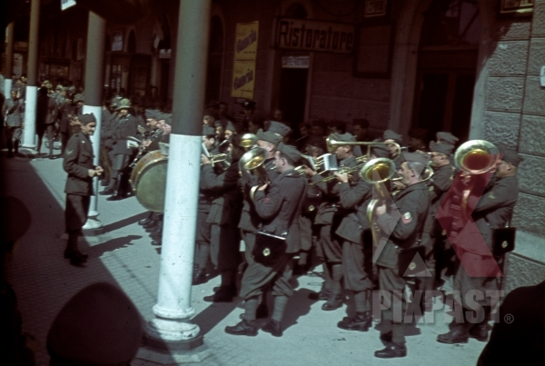 stock-photo-italian-military-music-band-play-in-train-station-in-venice-italy-1943-13113.jpg