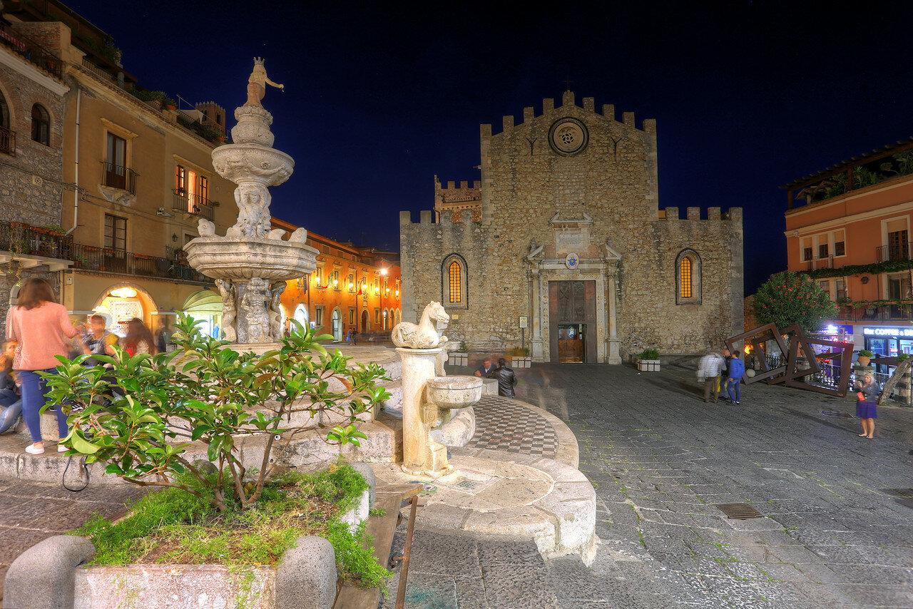 Ночная Таормина. Кафедральный собор Таормины (Duomo). HDR, extremal colors