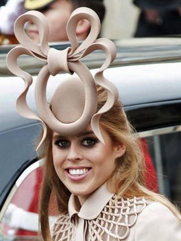 3. Думая о шляпах, мы обычно представляем нечто нелепое, как это…