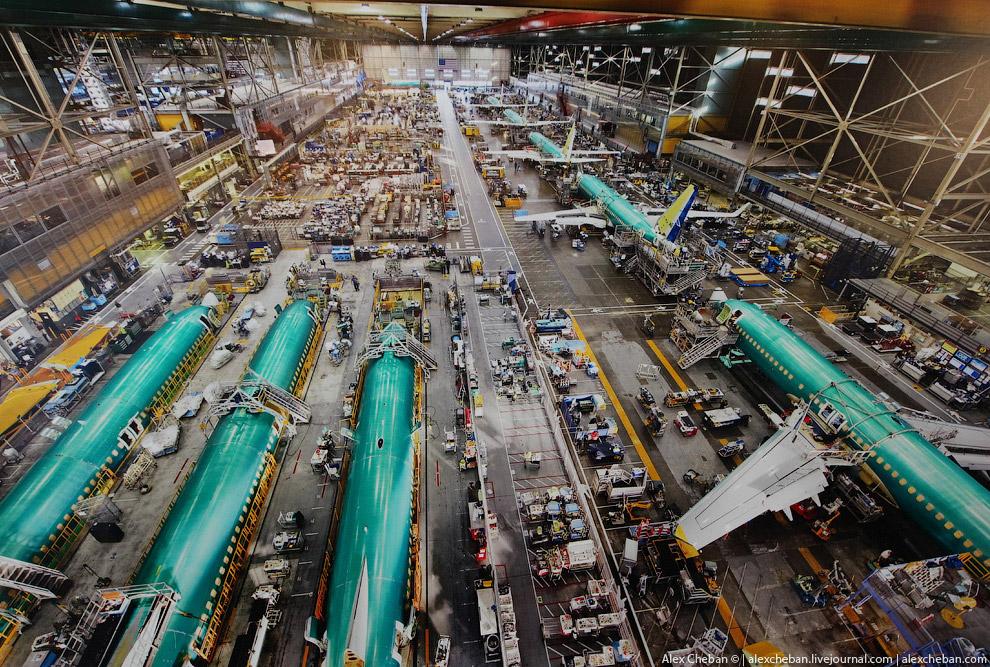 Фюзеляжи для Boeing 737 строят в г. Вичита, штат Канзас. Доставляются железнодорожным транспорт