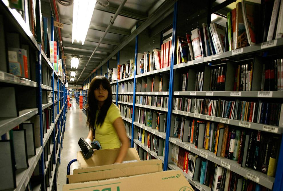 Внутри компании Amazon, отмечает автор книги The Everything Store: Jeff Bezos and the Age of Am